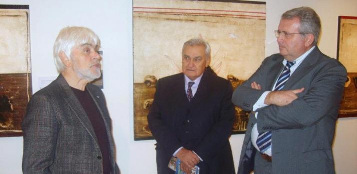 Lo scrittore Valerio Massimo Manfredi durante una visita guidata