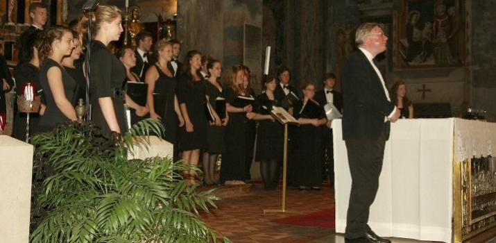 Un momento del concerto del 1° luglio 2011. Sulla destra, lo scomparso David Trendell