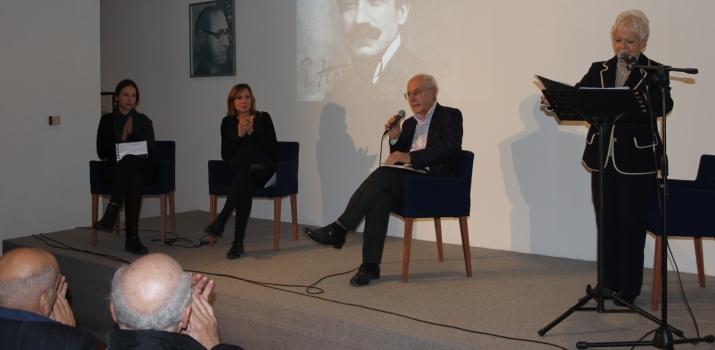 29/11/14. Il Professore Ercole Ongaro tiene una conferenza nel ricordo di Ettore Archinti. Sulla sinistra Paola Fenini e Cristina Viano. Legge Carla Galletti