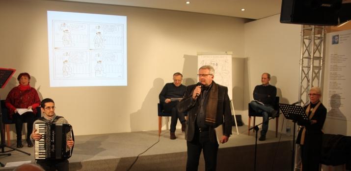 28/12/14. Gianmaria Bellocchio presenta l'incontro con il disegnatore Willy (sulla destra) e con lo scrittore Andrea Maietti. Leggono Giovanna Lobbia e Carla Galletti