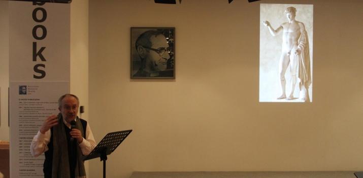 20/12/14. Padre Andrea Dall'Asta, direttore della Galleria San Fedele di Milano, in una conferenza sul sacro nell'arte contemporanea, con particolare riferimento all'immagine del volto