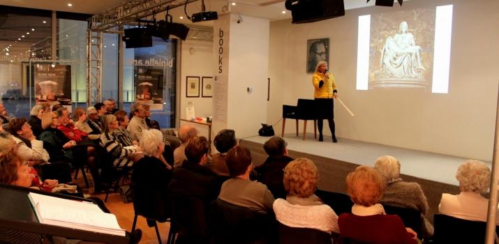 22/11/14. La Professoressa Zaira Zuffetti Pavesi durante la conferenza sulla Pietà nel mondo dell'Arte