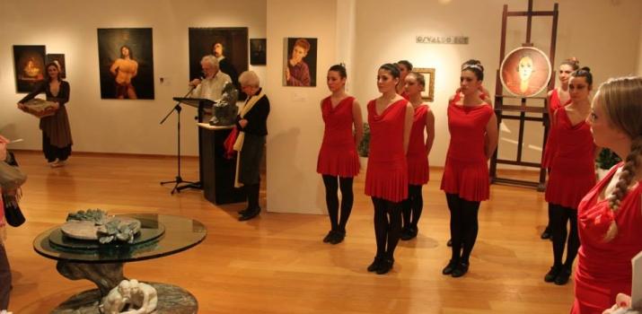 24/11/13. Gli artisti ed i musicisti della Compagnia Il Ramo, durante lo spettacolo itinerante «Cieli d'§Irlanda, Cieli di Lodi»