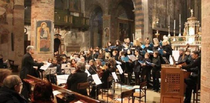 08/12/13. Il Maestro Giampiero Innocente dirige il Collegium Vocale di Crema durante il concerto «Litaniae de venerabili altaris Sacramento» di Mozart