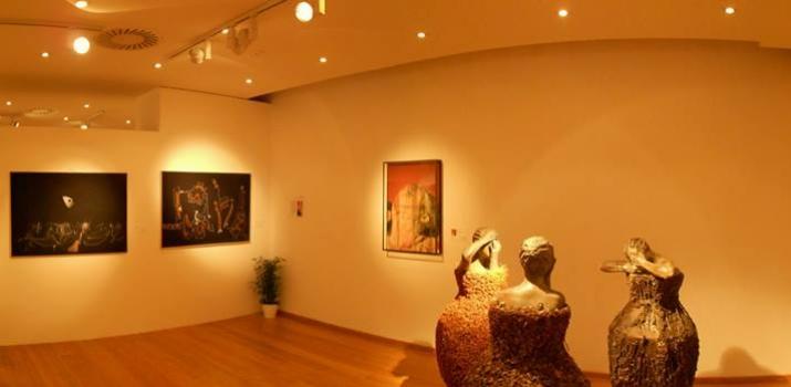L'installazione di Marilena Sassi e le opere surrealiste di Sergio Dangelo